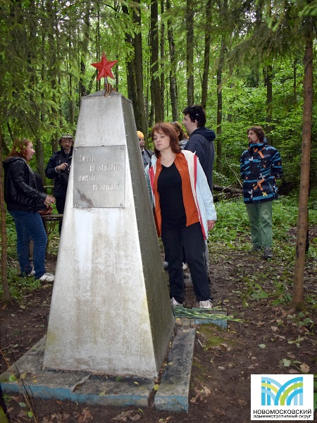Памятник на месте гибели летчиков Коломийченко И.П. и Федотова А.А. (24 декабря 1941 г.) в лесу деревни Кончеево